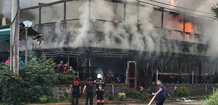 Trabzon'un işlek mekanında yangın!