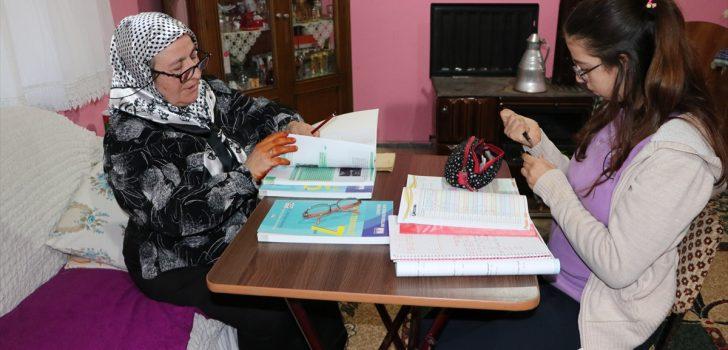 Araklı'da Anne kız ortaokula gidiyorlar