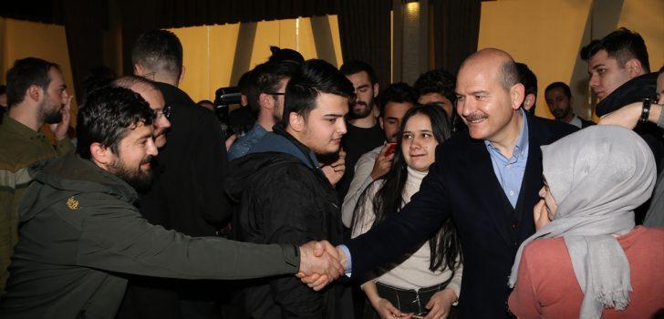 Bakan Soylu Trabzon'da gençlerle bir araya geldi