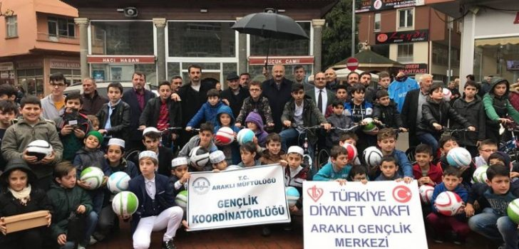 """Araklı'da """"Haydi Çocuklar Camiye"""" Ödül Töreni Gerçekleştirildi"""