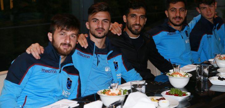 Trabzonsporlu futbolcular, iftar yemeğinde bir araya geldi