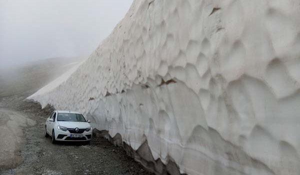 Haziran ayında 3000 rakımda metrelerce kar