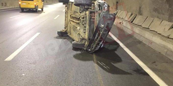 Trabzon'da kaza – Duvara çarparak yan yattı
