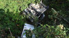Trabzon'da kontrolden çıkan kamyonet dereye düştü