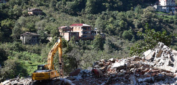 Trabzon'da devlet afetzedelerin yaralarını sarıyor