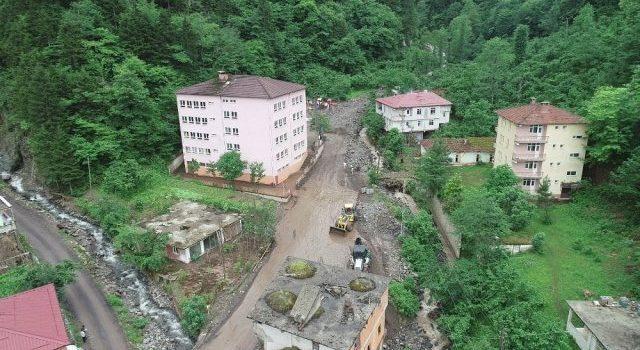 Trabzon Araklı'da zarar gören evler yıkılıyor!