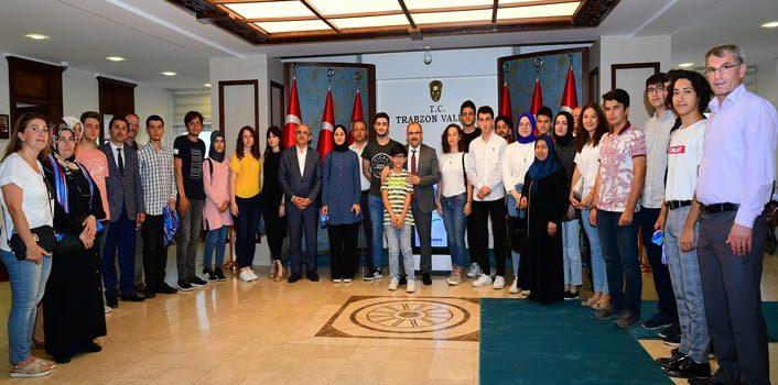 Trabzon'da ilk bine girdiler – Vali Ustaoğlu'nu ziyaret ettiler
