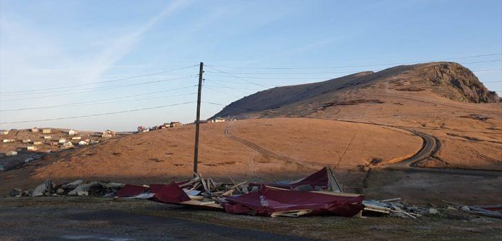 Trabzon'da yaylalardaki 10 kaçak yapı yıkıldı