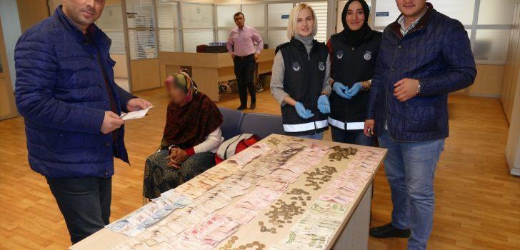 Trabzon'da zabıtanın yakaladığı dilencinin üzerinden 4 bin 850 lira çıktı