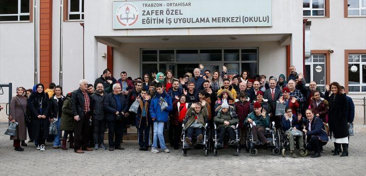 Trabzonspor'dan engelli öğrencilere tekerlekli sandalye desteği