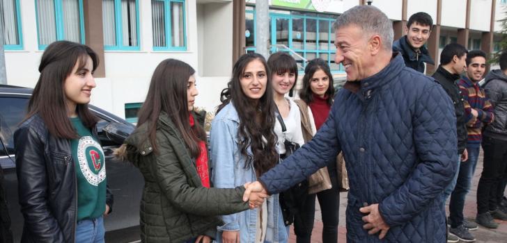 Trabzonspor Kulübüne Şırnaklı öğrencilerden ziyaret