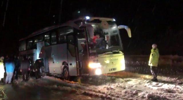 Trabzonlu sporcuların otobüsü kara saplandı