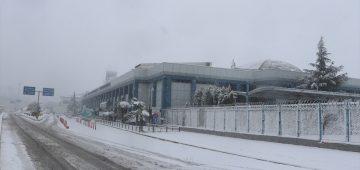 Trabzon'da hava ulaşımına kar engeli
