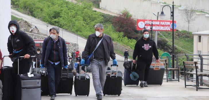Kanada'dan getirilen 203 Türk vatandaşı, Trabzon'da yurda yerleştirildi
