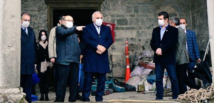 Trabzon Valisi Ustaoğlu, restorasyonu süren Ayasofya Camisi'nde incelemelerde bulundu