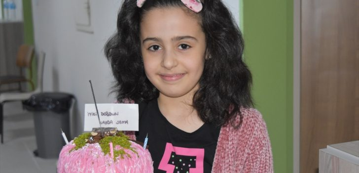 Trabzon'da karantinada 9 yaşına giren İlayda'ya doğum günü sürprizi