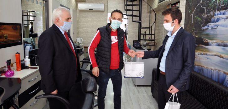 Trabzon'da berber, kuaför ve güzellik salonlarına 12 bin 133 maske dağıtıldı