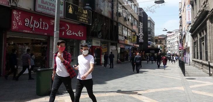 Trabzon'da 15-20 yaş arasındaki çocuk ve gençler, sokağa çıkmanın keyfini yaşadı