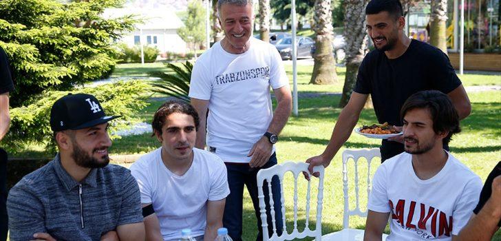 Trabzonspor'da Başkan Ahmet Ağaoğlu, futbolcular ve aileleri yemekte buluştu