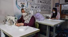 Türkiye'ye vefa borcunu ödemek isteyen göçmenler, maske dikerek katkı sağlıyor