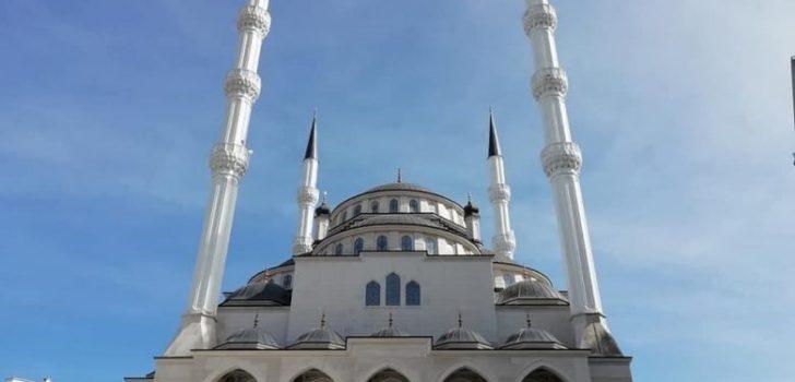 Araklı Fatih Sultan Mehmet Camiinde İlk Cuma Kılındı