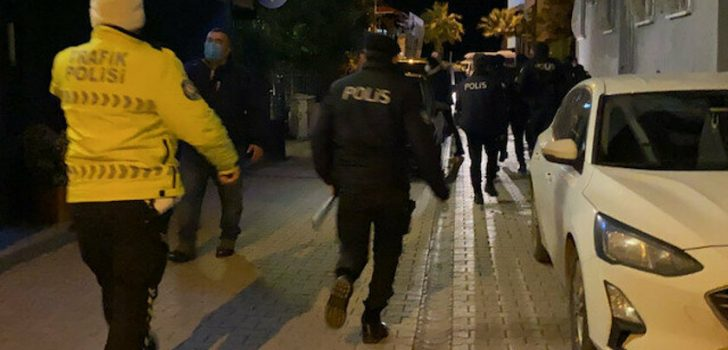 Trabzon'da apartta kumar oynayan 18 kişiye 78 bin 750 lira ceza kesildi