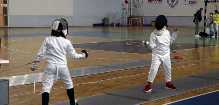 Eskrimde 10, 12 ve 14 Yaş Altı Epe Açık Turnuvası Trabzon'da başladı