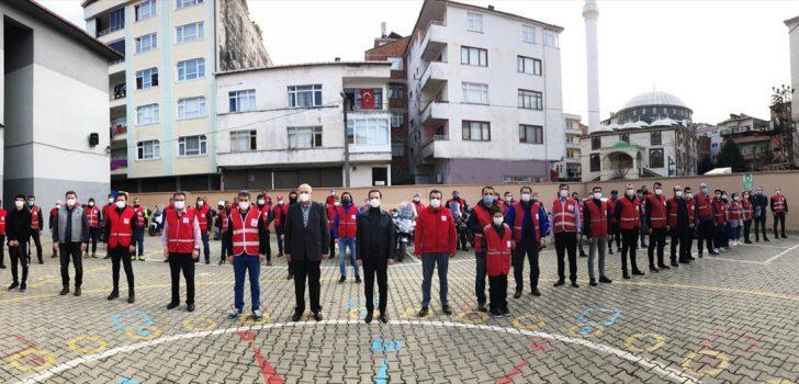 Trabzon'da sokağa çıkma kısıtlamasında vatandaşlara yardım eli