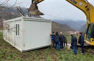 Trabzon'un Araklı ilçesinde evleri yanan vatandaşlar konteynerlere yerleştiriliyor