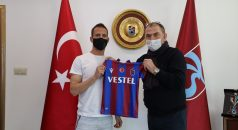 Trabzonspor Kulübü Pereira'ya teşekkür plaketi verdi