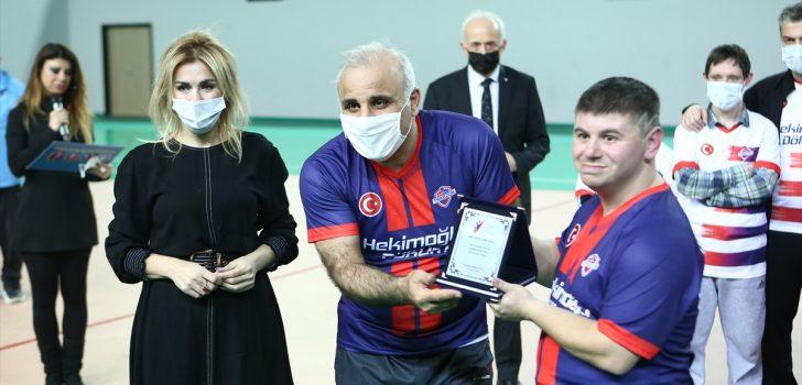 Trabzon'da farkındalık için protokol mensupları down sendromlu gençlerle maç yaptı