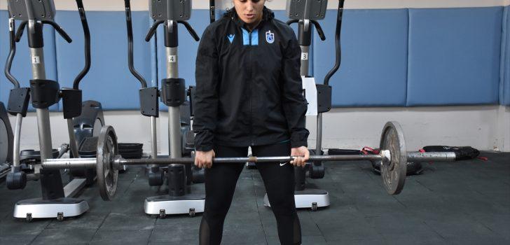 Dünya şampiyonu milli boksör Busenaz Sürmeneli, genç kızlara hayallerinin peşinden koşmayı öğütlüyor: