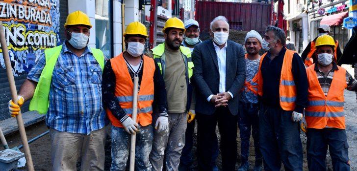 Trabzon Büyükşehir Belediye Başkanı Zorluoğlu, sahada çalışan personelin bayramını kutladı: