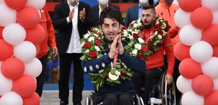 Paralimpik Oyunları'nda madalya kazanan Abdullah ve kardeşi Ali Öztürk, Trabzon'da coşkuyla karşılandı