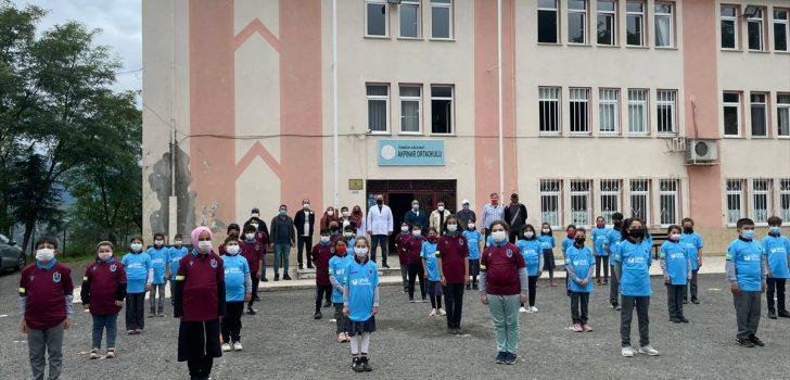 Trabzon'da öğrencilere Trabzonspor forması