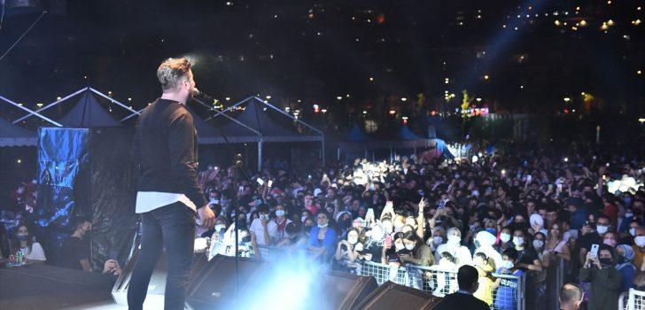 """""""Trabzon Genç Fest"""" etkinliklerinde Ekin Uzunlar konser verdi"""