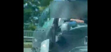 Trabzon'da ayağını camdan çıkararak araç kullanan kamyon sürücüsü kameralara yansıdı