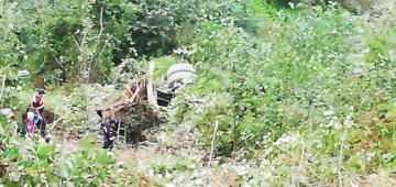 Arsin'de devrilen beton mikserinde sıkışan sürücü hayatını kaybetti