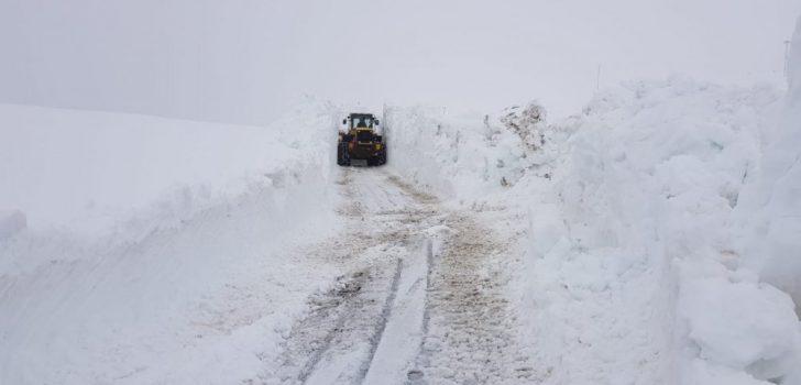 Trabzon'da baharda karla mücadele sürüyor