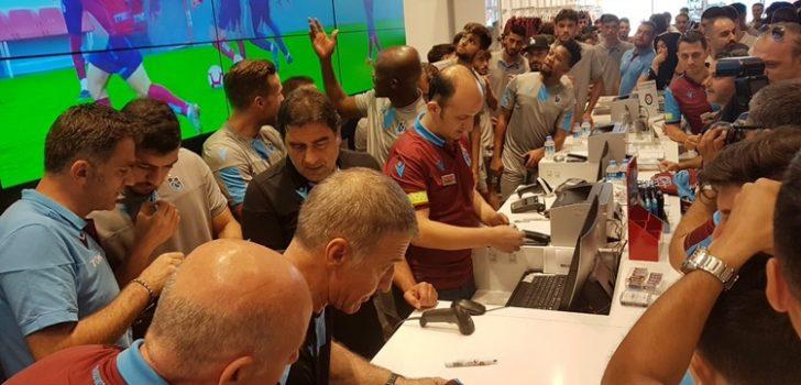 Ağaoğlu'na teknik heyet ve futbolculardan sürpriz!