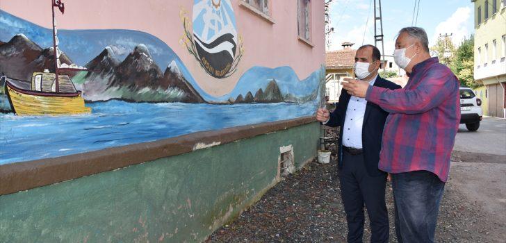 Ablasının anısını mahallelerin duvarlarına yaptığı resimlerle yaşatıyor
