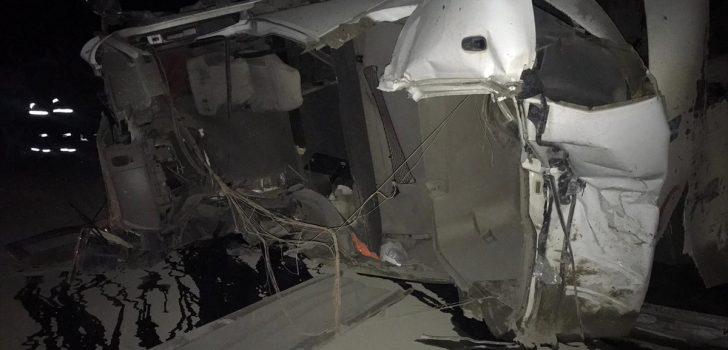 Trabzon'da devrilen tırın sürücüsü ağır yaralandı