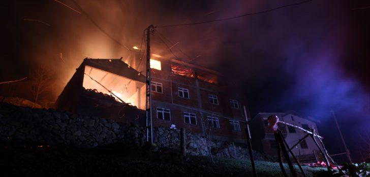 Bakan Soylu, evleri yanan vatandaşlarla telefonda görüştü