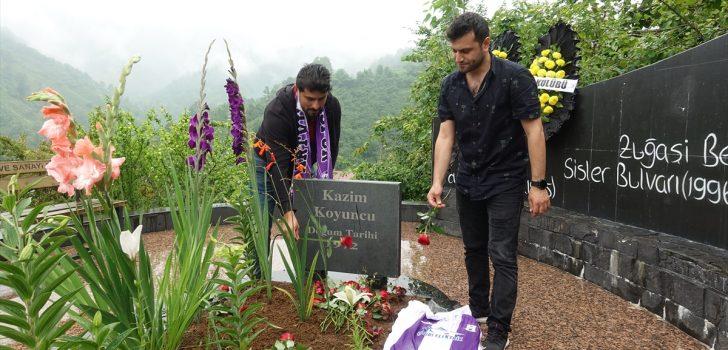 Sanatçı Kazım Koyuncu, vefatının 16. yılında Artvin'deki kabri başında anıldı