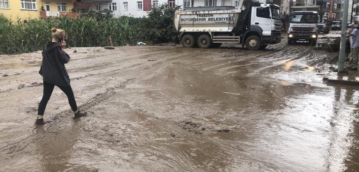 Trabzon Büyükşehir Belediyesi'nden Rize ve Artvin'deki sel bölgesine destek