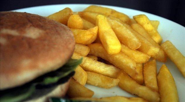 'Ayaküstü beslenme çocukları obez yapıyor'