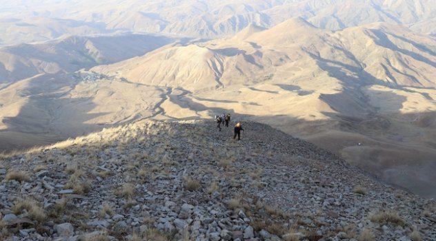 Dağcılar 3 bin 433 metrelik Kösedağ'a tırmandı